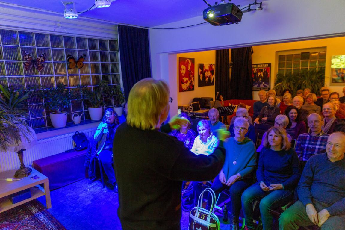 Offenbach: SiTaZu -Singen, Tanzen, Zuhören auf der Rebell(i)schen Studiobühne mit Volker Rebell.  Foto aufgenommen am 14.02.2020  Foto: Rolf Oeser