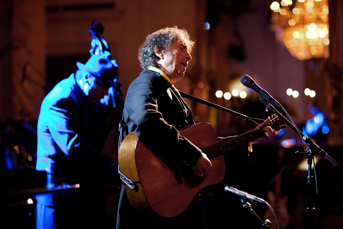 """Bob Dylan singt """"The Times They Are A-Changing"""" im Weißen Haus, (Foto: wikimedia commons)"""